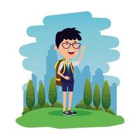 menino feliz estudante com mochila no campo vetor