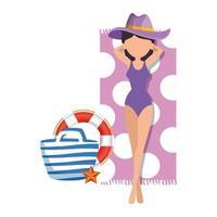 Mulher bonita com maiô e bolsa relaxante na toalha vetor
