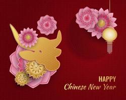 ano novo chinês 2021 ano do boi. banner de feliz ano novo lunar com boi dourado e lanterna e enfeites de flores coloridas sobre fundo vermelho