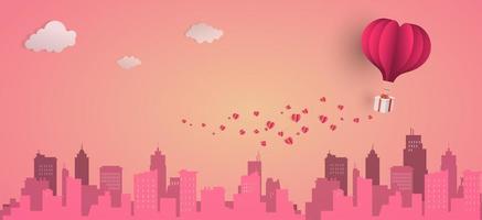 balão de coração com caixa de presente flutuante no topo da cidade, banners de feliz dia dos namorados, estilo de arte em papel. vetor