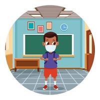garotinho negro usando máscara para covid19 na sala de aula vetor