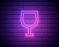 copo de vinho de néon de cor brilhante de ilustração vetorial. ícone de néon de vidro de vinho isolado no fundo da parede de tijolo. vetor