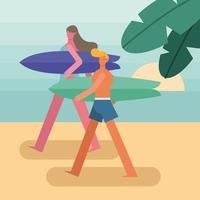 jovem casal vestindo maiôs e andando com pranchas de surf