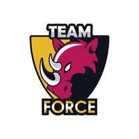 Animal com cabeça de rinoceronte no ícone do emblema do escudo com letras de força vetor