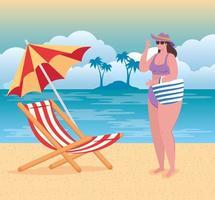 linda mulher em um maiô na praia, temporada de férias de verão vetor