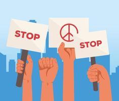 mãos levantadas segurando cartazes de protesto