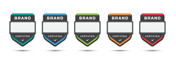 emblema do logotipo certificado para a marca da empresa, níveis de jogo, licença corporativa, critérios de treinamento, com design de rótulo de escudo. ilustração vetorial modelo de ícone colorido.
