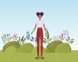 jovem mulher afro em pé no acampamento vetor