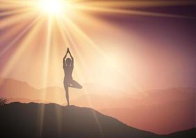mulher em pose de ioga na paisagem do pôr do sol vetor