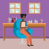 jovem mulher afro no salão de cabeleireiro bebendo uma bebida vetor