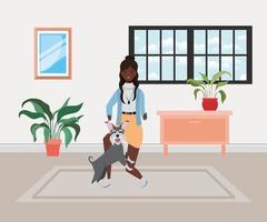 jovem mulher afro com cachorro fofo dentro de casa