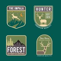 Conjunto de logotipo de distintivo de trekking vetor