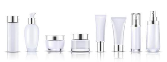 conjunto de frascos de cosméticos brancos e prateados para maquete de embalagem vetor