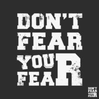 não tema o medo da tipografia por carimbos de impressão de camisetas, apliques de camisetas, slogans da moda, crachás, roupas de marca, jeans ou outros produtos de impressão. ilustração vetorial vetor