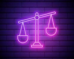 balança de néon brilhante do ícone de justiça isolado no fundo da parede de tijolo. símbolo do tribunal. sinal de escala de equilíbrio. ilustração vetorial vetor