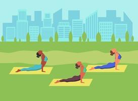mulheres jovens fazendo ioga ao ar livre