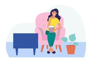 uma jovem está sentada no sofá, assistindo tv e comendo pipoca. o conceito de vida cotidiana, lazer cotidiano e atividades de trabalho. ilustração em vetor plana dos desenhos animados.