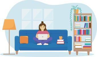 mulher que trabalha ou estuda em casa. conceito de escritório em casa com sofá, estante, abajur, livros. vetor