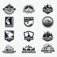 crachás de montanha, caiaque e canoa. modelos de design de vetor de logotipo
