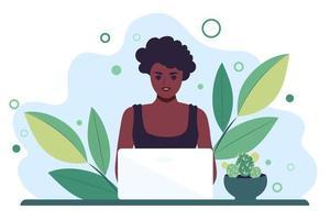 mulher africana trabalha atrás de um monitor de laptop. ensino à distância ou freelancer. ilustração vetorial plana vetor