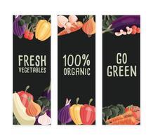 três modelos de banner vertical com vegetais orgânicos frescos e lugar para texto. mão colorida desenhada comida natural em fundo verde escuro. ilustração vetorial. vetor
