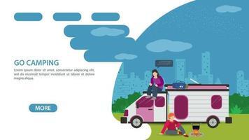 página para o design de um site ou aplicativo móvel tema de acampamento de verão duas pessoas ao lado de um carro de turismo uma casa sobre rodas ilustração plana vetorial vetor