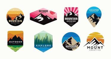 conjunto de camping, escalada logotipo ou etiqueta. caminhada, caminhada conjunto de ícones. vetor
