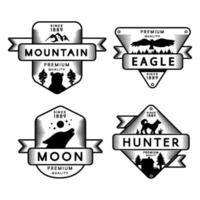 logotipo do conjunto de águia selvagem e caçador, lua e montanha vetor