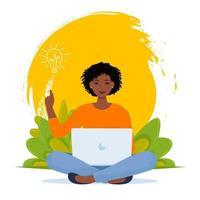 brainstorm de uma nova ideia. mulher afro feliz no computador vetor