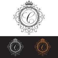 letra c. modelo de logotipo de luxo floresce linhas caligráficas de ornamento elegante, ilustração vetorial vetor