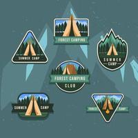 crachá de atividade de verão acampamento na floresta vetor