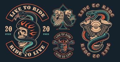 conjunto de remendos coloridos de motoqueiro em um fundo escuro vetor