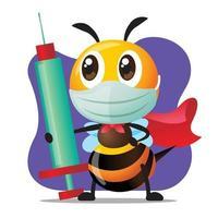 Abelha super-herói dos desenhos animados usa máscara cirúrgica e segura uma seringa com agulha para injeção ou vacinação vetor