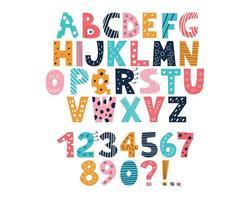 alfabeto latino multi colorido e números de 0 a 9 no estilo de rabiscos em um fundo branco bonito brilhante vetor letras maiúsculas em inglês fonte desenhada à mão engraçada