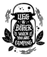 a vida é melhor quando você está acampando letras em forma de lâmpada de acampamento vetor