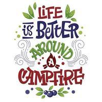 camping lettering frase a vida é melhor em torno de uma fogueira vetor