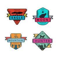 conjunto de emblemas de águia e lua da montanha e caçador vetor