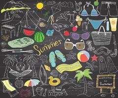 elementos da temporada de verão doodles desenho desenhado à mão conjunto com guarda-sol, óculos de sol, palmas e rede, itens de acampamento na praia e barraca de montanha e pipa de churrasqueira de balsa desenho doodle no quadro vetor
