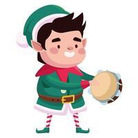 ajudante de Papai Noel fofo personagem de natal tocando pandeiro vetor