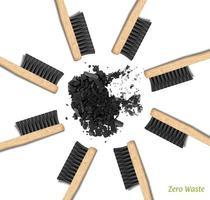 banner escovas de dentes de bambu em um círculo. desperdício zero, conjunto de pincéis com cerdas pretas. carvão, carbono. material biodegradável. vetor