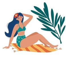 linda garota em um maiô tomando banho de sol no tapete. Palmeiras. bronzeado de verão, descanse. mulher toma banho de sol e aproveita as férias de verão. ilustração vetorial no estilo cartoon. vetor