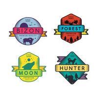 logotipo do conjunto bizon selvagem e lua caçador e floresta vetor