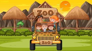 zoológico na hora do pôr do sol com muitas crianças em um carro jipe vetor