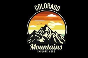 desenho de silhueta de montanha com fundo retro vetor