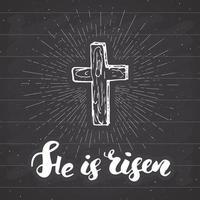 rótulo vintage, cruz cristã desenhada à mão com letras de sinal religioso que ele ressuscitou, símbolo do crucifixo grunge texturizado distintivo retro, impressão de t-shirt de design de tipografia, ilustração vetorial. vetor
