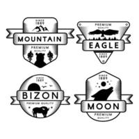 logotipo do conjunto de águia voadora e bizon, lua e montanha vetor