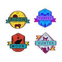 logotipo do conjunto bizon selvagem e caçador, lua e floresta vetor