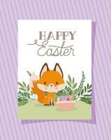 convite com letras de feliz páscoa com uma raposa fofa e uma cesta cheia de ovos de páscoa vetor
