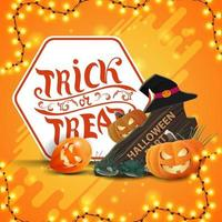 Doçura ou travessura, cartão postal quadrado laranja com guirlanda, balões de halloween, placa de madeira, chapéu de bruxa e jack de abóbora vetor