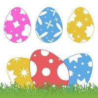 conjunto de ovos de Páscoa isolados coloridos na grama verde em um fundo branco. com um padrão abstrato. ilustração vetorial plana simples. adequado para decoração de cartões postais, publicidade, revistas, sites. vetor